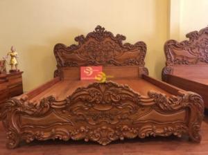 Giường ngủ cổ điển Châu Âu chạm siêu nét gỗ gõ đỏ tại quận 7