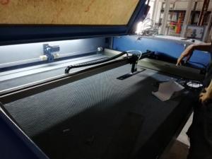 Bán máy cắt Laser cũ chuyên cắt quảng cáo