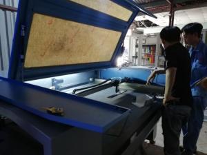Máy laser cũ chuyên cắt mica phục vụ quảng cáo giá rẻ