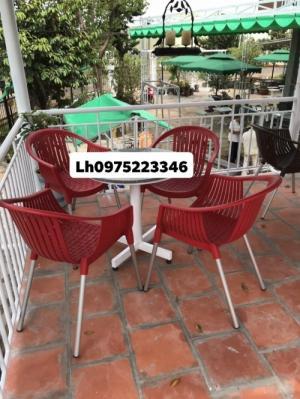 Cần thanh lý gấp 50 bộ bàn ghế dùng cho quán cafe giá cực rẻ, bao vẩn chuyển.