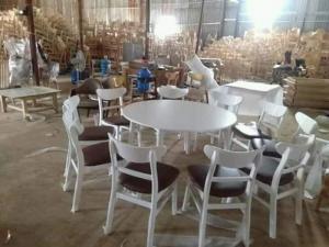 Bộ bàn ghế Mango gỗ sơn trắng bọc nệm Simili màu nâu