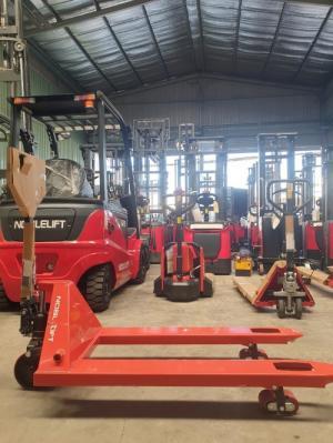 Xe nâng tay thấp 2.5 tấn - 5 tấn giá siêu rẻ