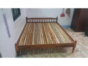 Giường gỗ tự nhiên giá rẻ