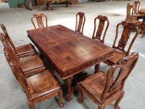 Bộ bàn ăn gỗ cẩm lai 8 ghế VIP được nhiều khách tìm mua tại quận 7