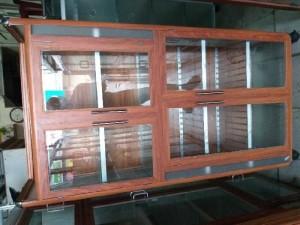 Tủ nhôm kính màu vân gỗ vàng nhạt