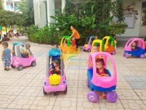 Đồ chơi xe chòi chân 4 bánh có mái che dành cho trẻ em mẫu giáo