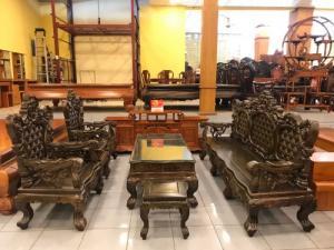 Bộ bàn ghế hoàng gia gỗ mun đuôi cong VIP tại quận 7