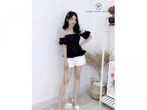 Set nữ áo bẹt vai đen x quần short trắng