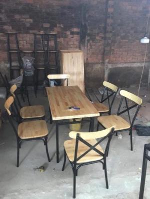 Bàn ghế gỗ chăn sắt dành cho các quán ăn gia đình và quán nhậu