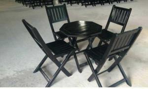 Bàn ghế gỗ xếp thanh lí giá rẻ..
