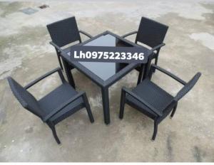Bàn ghế giả mây thanh lý giá rẻ chất lượng.