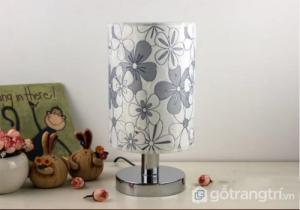 Mẫu đèn để bàn phòng ngủ nhỏ gọn GHO-2101