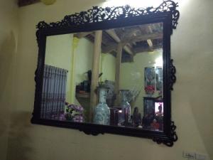 Khung Gương Treo Tường Gỗ Gụ