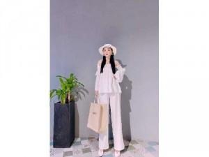Set nữ áo bẹt vai nhún tay dài trắng đen