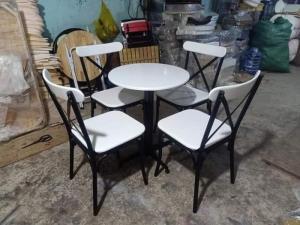 Bàn ghế sắt đủ màu ngồi êm và sang giá tại xưởng..