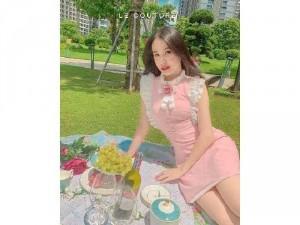 Đầm váy hồng phối trắng tay bèo cổ trụ