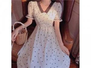 2020-07-04 20:13:14  3  Đầm váy nữ trắng xòe hoa nhí tay phồng 250,000