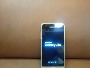 Điện thoại Samsung J3 2016 .