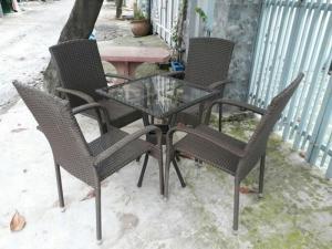 Bàn ghế cafe giá rẻ khách có nhu cầu ủng hộ mình