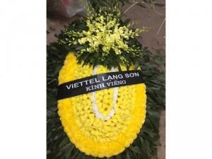 Đặt vòng hoa viếng lễ tang
