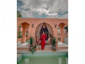 Đầm váy nữ maxi đỏ tay dài khoét vai cổV