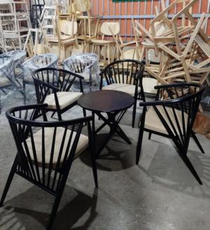 Bàn ghế gỗ 7 xong giá tại nơi sản xuất..