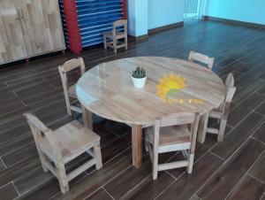 Chuyên bàn ghế gỗ mầm non cho trẻ em giá rẻ, chất lượng cao