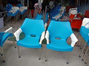 Ghế nhựa đúc nhjiều màu