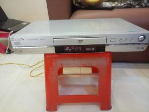 Đầu DVD có thu Panasonic DMR-E30 .