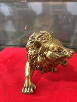 Tượng sư tử bằng đồng nguyên chất