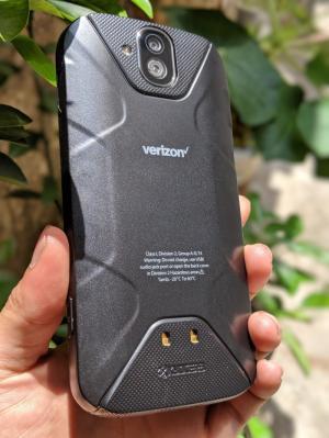 Điện thoại Kyocera Duraforce - Thiết kế hầm hố - mặt kính shaphie chống xước