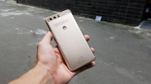 Điện thoại Huawei P10 - Thiết kế nhỏ gọn - tính tế góc cạnh - vừa tay