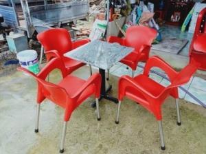 Bàn ghế nhựa nử hoàng chân i not làm tại xưởng sản xuất anh khoa