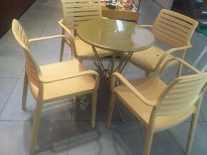Bàn ghế cafe mây nhựa HGH 2