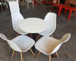 Bộ bàn ghế Eames nhập khẩu giá rẻ tại tphcm