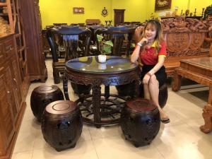 Bộ bàn ghế gỗ trắc Việt Nam kiểu trống bánh lái độc đáo