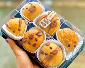 Hộp 6 cái Bánh trung thu hình thú cưng 3D mini loại nướng - Food by Mama