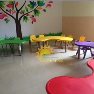Bàn nhựa hình vòng cung dành cho trẻ em mẫu giáo, mầm non