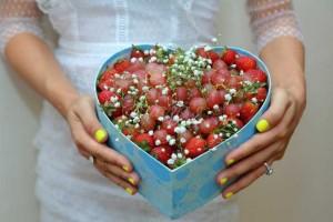 Hộp trái cây trái tim 2 trong 1  Nho và dâu tây