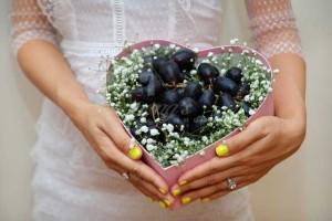 Hộp quà tặng màu nho trái cây nhập khẩu bảo vệ trái tim