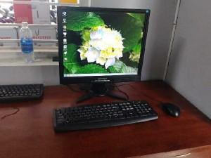Máy vi tính bàn đầy đủ màn hình 17 inch,