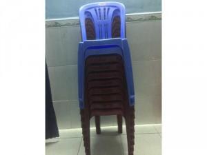 10 ghế nhựa dựa duy tân cao và 2 bàn inox lớn