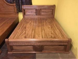 Giường ngủ hoa văn cổ điển hương xám giá rẻ 1m6 – GHX003