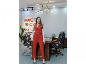 2020-11-29 14:19:34  3  Jumpsuit cao bồi cổ vest phong cách Châu 330,000