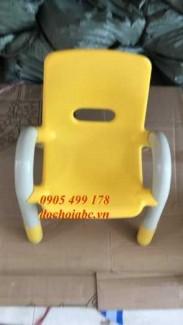 2020-11-30 09:28:29  3  Ghế nhựa mầm non có tay vịn cho bé giá rẻ - chất lượng tại Đà Nẵng 225,000