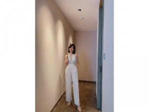 2020-11-30 12:15:12 Jumpsuit dài cổ yếm phong cách Hàn Quốc 330,000