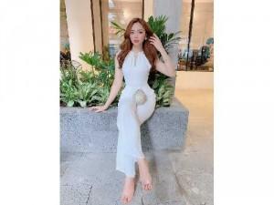 2020-11-30 12:15:12  3  Jumpsuit dài cổ yếm phong cách Hàn Quốc 330,000