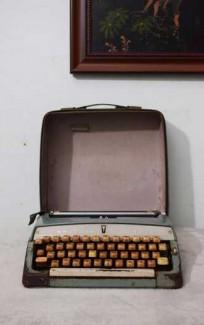Máy đánh chữ Brother Valiant Nhật Bản thập niên 1960s