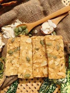 Hủ 150gr Bánh hạnh nhân hạt chia bí xanh đường ăn kiêng - Food by Mama