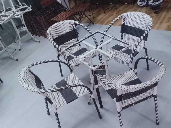 Ghế nhựt trắng đen thanh lý giá tại xưởn